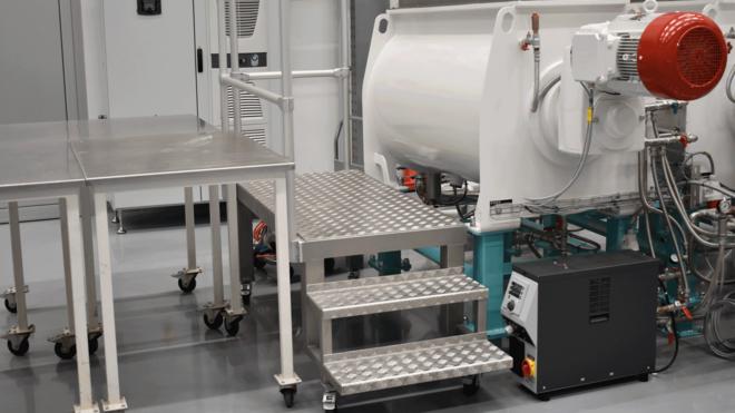 Dosierer-Mischer-Kneter-Conchierer, Durchsatz 400 kg/h, temperiert bis 90°C