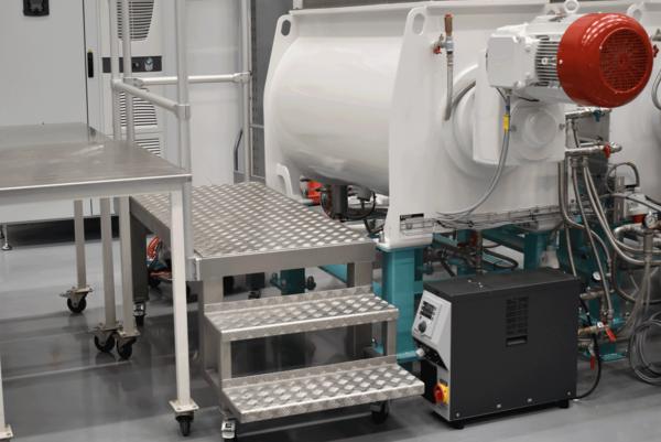 Feeder-mixer-kneader-conche, throughput 400 kg/h, temperature controlled up to 90°C